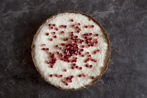 Käsekuchen mit Granatapfel foto