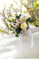 Hochzeitsstrauß der weißen Blumen foto