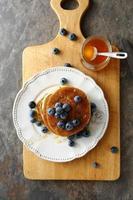 leckere Pfannkuchen mit Blaubeeren
