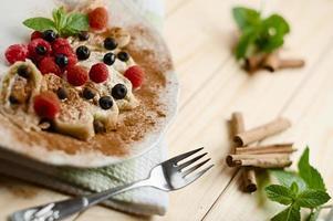 Hüttenkäseknödel mit Beeren und Zimt