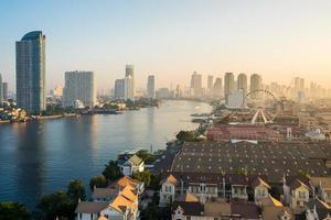 Landschaft des Flusses in Bangkok Stadt foto