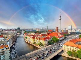 berlin stadt mit regenbogen, deutschland