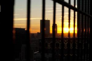 Sonnenuntergang hinter Wolkenkratzern in Boston