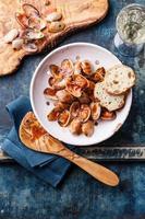 Muscheln vongole mit Tomatensauce foto