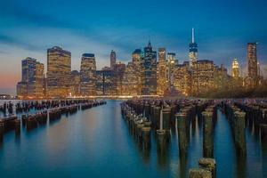 Innenstadt von Manhattan als die Nacht hereinbricht