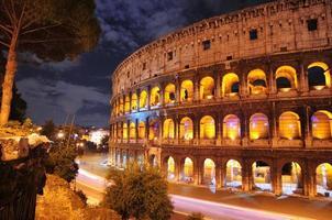 Kolosseum in der Nacht, Rom foto