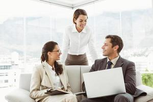 Geschäftsleute in Diskussion foto