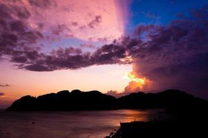 wunderschöner Sonnenuntergang foto