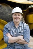 lächelnder Bauarbeiter foto