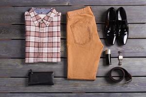Satz braune Herrenbekleidung. foto