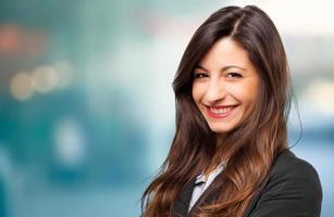 lächelndes junges weibliches Managerporträt foto