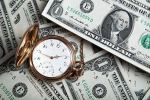 Golduhr und Dollarnoten foto