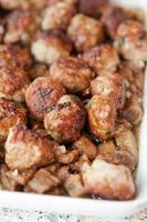hausgemachte Fleischbällchen mit Auberginen foto
