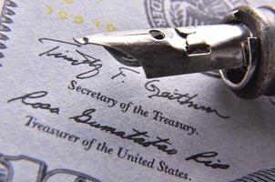 Stift auf das Geld foto