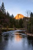 halbe Kuppel und Reflexion, Yosemite-Nationalpark