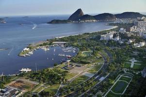 Luftaufnahme des Yachthafens und des Flamengo-Parks, Rio de Janeiro
