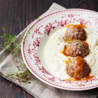 Fleischbällchen, Entenfleisch, mit Apfelsauce und Selleriepüree, Kartoffel