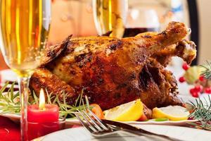 gebackenes Huhn zum Weihnachtsessen foto