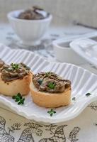 Pastete auf Toast Baguette Scheiben foto