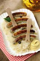 Sauerkraut + Nürnberger würstchen foto