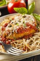 hausgemachter italienischer Hühnchen-Parmesan foto