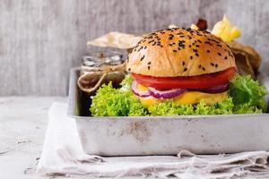 frischer hausgemachter Hamburger foto