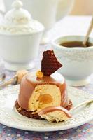 Kuchen mit Erdnussmousse und Schokolade.