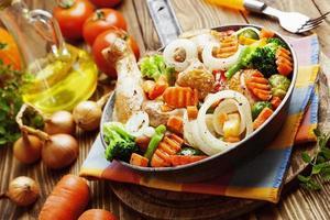 Brathähnchen mit Gemüse foto