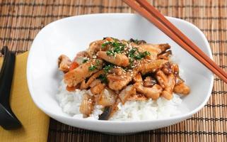 Gourmet-Abendessen im asiatischen Stil foto