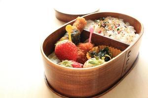 japanisches Essen, hausgemachtes Lunchpaket foto