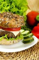 hausgemachter Burger für Chrono-Diät foto