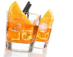 Detail der Gläser Spritz Aperitif Aperol Cocktail foto