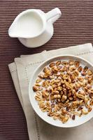 Weizengetreide mit Milch - gesundes Frühstück foto