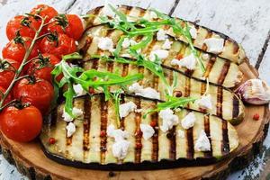 Gegrillte Auberginen mit Feta-Käse