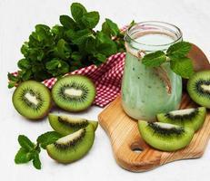 Kiwi-Smoothie in Glas