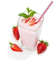 Glas Erdbeer-Smoothie foto