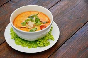 Tom Yum Suppe - thailändisches Essen foto