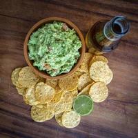 Guacamole Chips Bier foto