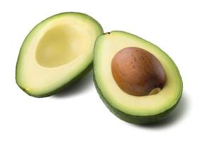 Avocado 2 geschnittener halber Samen isoliert auf weißem Hintergrund foto