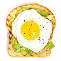 Avocado-Toast mit Ei foto