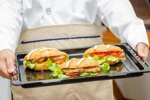 Croissant mit Kiemenschweinefleisch foto