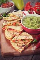 Quesadillas mit Guacamole foto