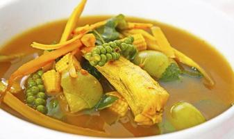 saures und würziges thailändisches Essen