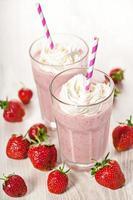 Erdbeerfrischer Milchshake Sommergetränk foto