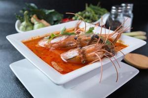 Muss ein Mann Kai Thai Curry Huhn scharf foto