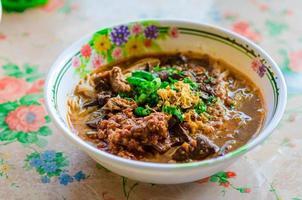 thailändische Reisnudel mit würzigem Curry