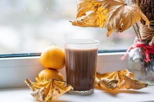 Glas Kakao und Mandarine foto