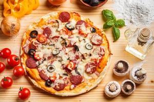 ganze gebackene Pizza foto