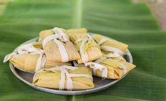 kubanische Küche: traditionelle hausgemachte Tamales foto