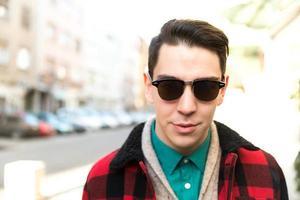 stilvoller junger Hipster-Mann foto